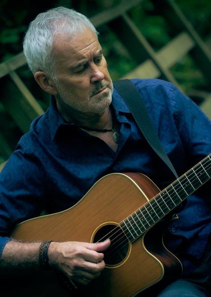 Pepe Piña con la guitarra
